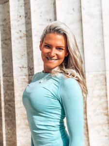 Yoga-Ausbildung München Dozentin Evi